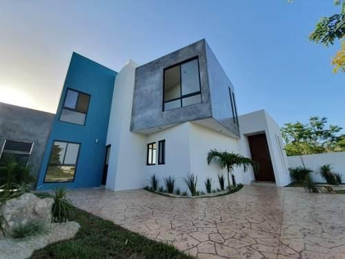 Moderna Casa En Privada Bosques De Conkal, Mérida, Entrega Inmediata.