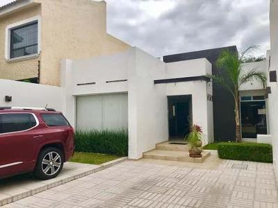 Preciosa Casa En Tejeda De Una Planta, Jardín, 3 Recámaras, Ubicadisima!