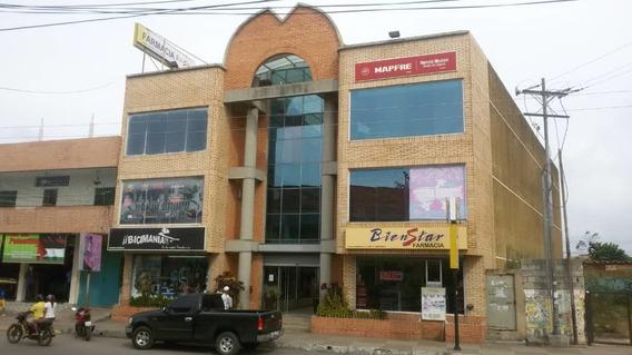 En Venta Excelente Centro Comercial En Tucacas 0414 3404823