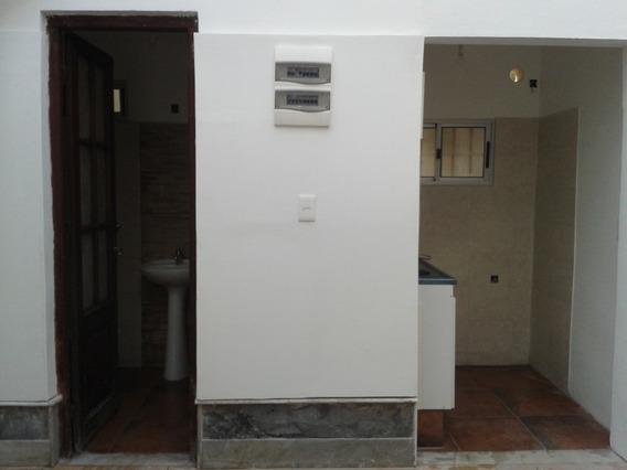 Apto De 3 Dormitorios, Baño , Cocina Y Azotea Transitable