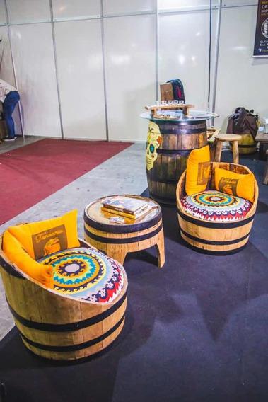 Jogo De Mesa De Centro E Poltronas De Barris De Whisky