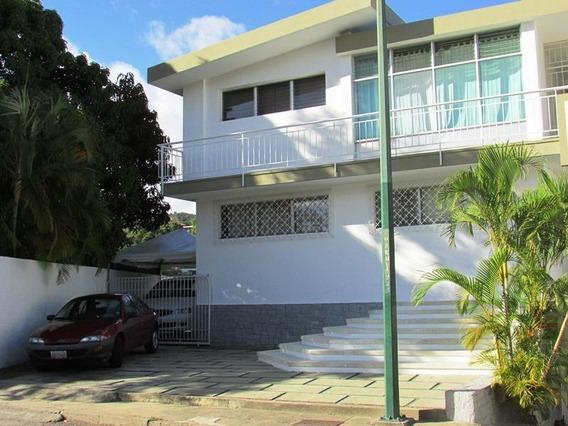 Casa En Alquiler Urb Prados Del Este Mls #20-11582 Jt