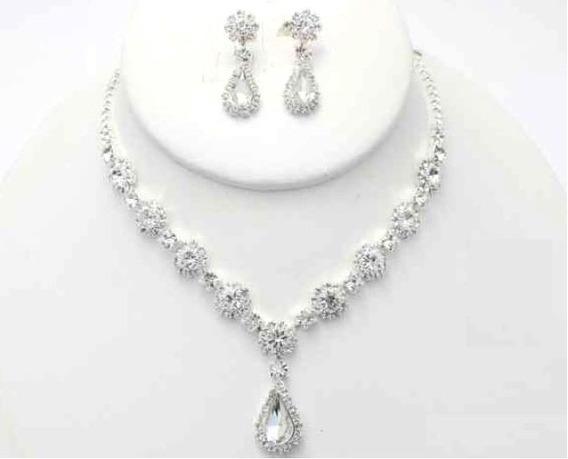 Collar Con Arete De Flores De Cristal Y Gota Cafu211-02 A20