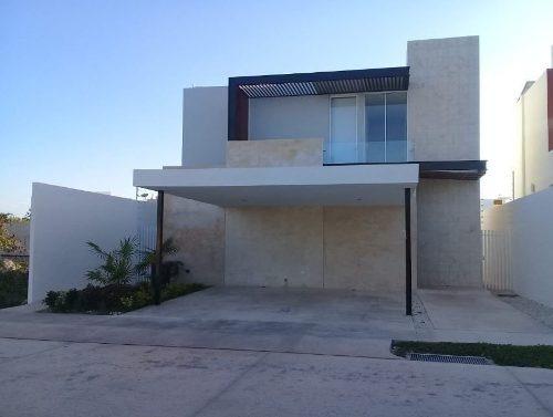 Hermosa Casa En Venta En Privada Arbórea, Conkal, Mérida