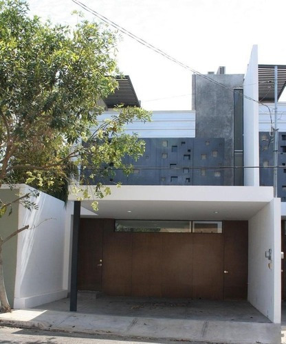Moderno Townhouse Amueblado