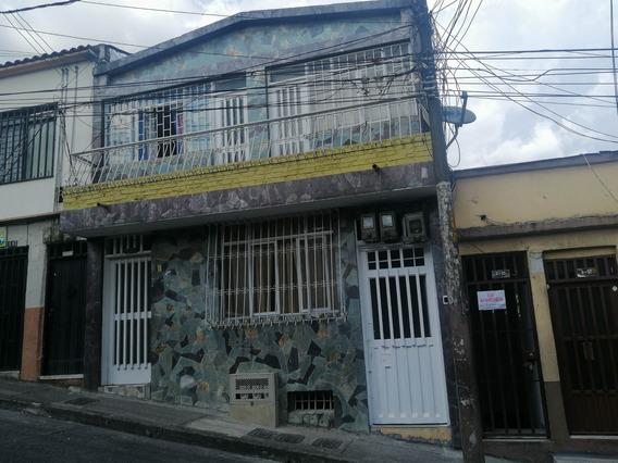 Se Vende Casa Con Rentas En El Centro De Pereira