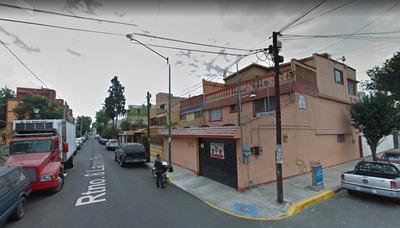 Casa Esquinera En Venta En La Av. Lazaro Pavia Retorno 8