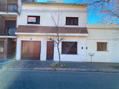 Casa 5 Ambientes Con Patio Y Garaje En Junín, Ba.