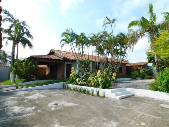 Casa Térrea Com 696 M² À Venda Na Praia De Peruíbe.