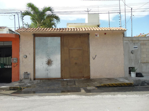 Casa Con 4 Deptos/estudios En Venta De 1 Recámara C/u En Sm 94, Cancun