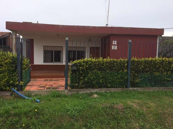 Casa En Venta. 3 Dormitorios, Barbacoa, + Apto Al Fondo.