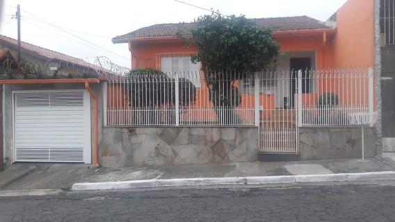Bela, Agradável E Espaçosa Casa Térrea Com Quintal E 300m2.