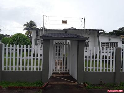 Casas En Venta Urb. Alberto Ravell