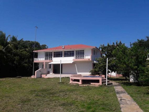 Casa En Venta, En Baní