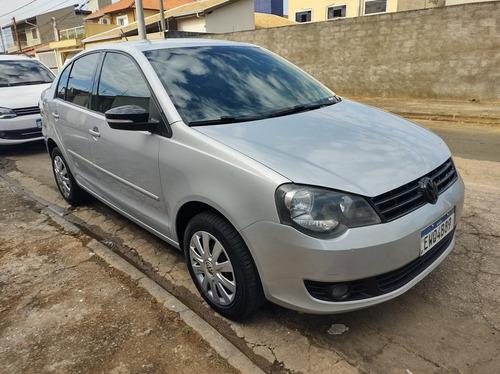 Volkswagen Polo Sedan 2012 1.6 Vht Total Flex 4p