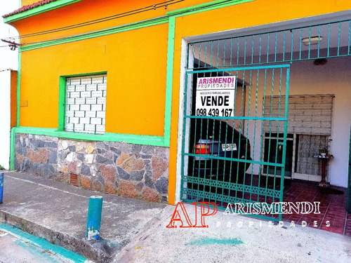 Imagen 1 de 14 de Dos Casas En Un Mismo Padrón, Ideal 2 Familias Zona Cerrito!