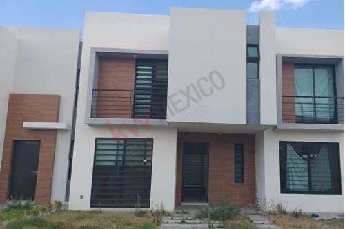 Renta De Casa En Privada Azul ,residencial Los Lagos Cuenta Con Casa Club Y Vigilancia Las 24hrs.