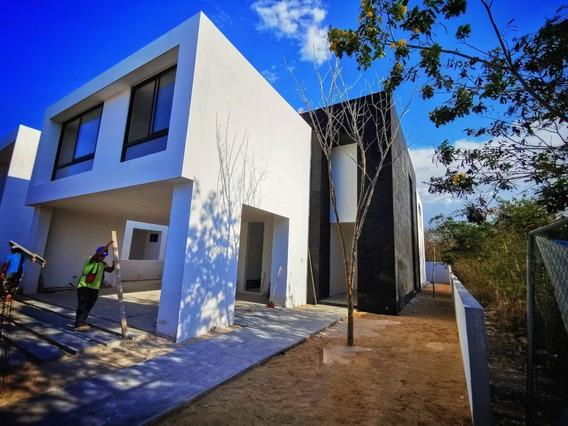 Venta De Casa En El Yucatán Country Club