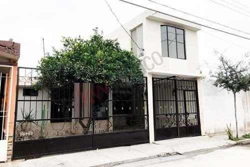 Casa En Venta, Un Piso, Col. Villa Jacarandas, Torreón, Coah.