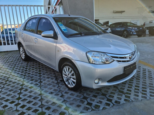 Toyota Etios Xls Sedan 4p M/t 2013 Sarthou