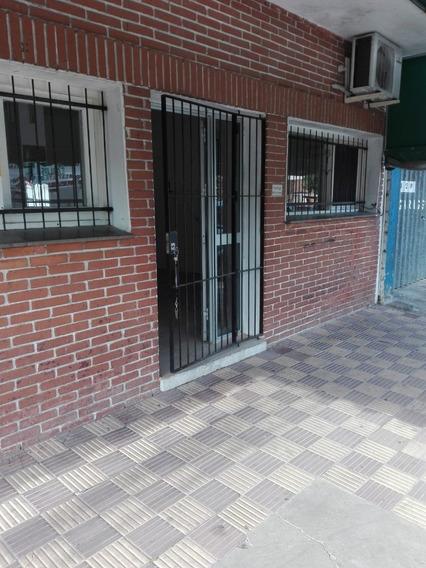 Local Comercial En Alquiler - Frente Al Hospital San Carlos