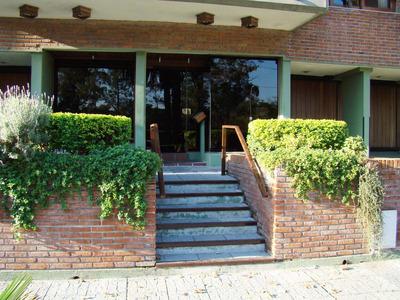 Apartamento En Venta - Punta Carreras -frente Al Golf