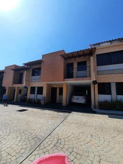 Townhouse En Venta Mañongo 165m2 Res.monte Libano