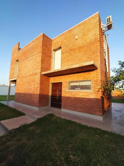Propiedad De Excelente Calidad En Funes City
