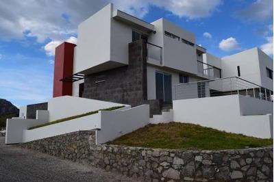 Impresionantes Vistas, Casa De 3 Niveles Con Elevador