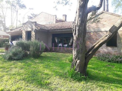 Casa En Alquiler En El Barrio  San Rafael, 3 Dormitorios.- Ref: 200