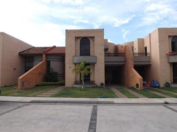 Townhouses En Venta Las Clavellinas Om 19-9641