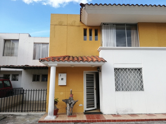 Arriendo Casa De Dos Pisos En Conjunto Privado En Conocoto