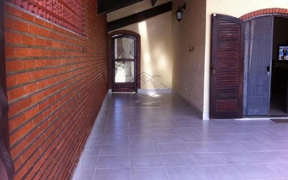 Linda Casa Reformada Com 3 Dormitórios Com Suite,espaço E Conforto Pra Toda Sua Família.
