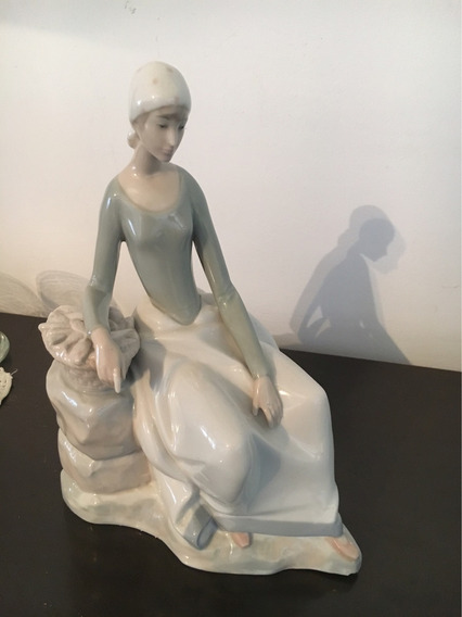Figura De Porcelana Mujer Tipo Lladro