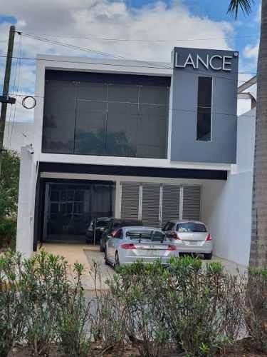 Lujoso Edificio En Renta Con Paneles Solares Y Cámaras - Montes De Amé