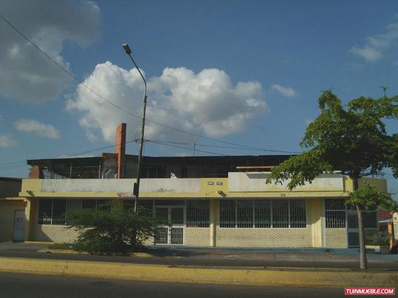 Edificio Con Local Y Apartamentos En Venta La Limpia
