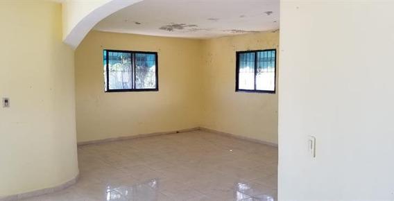 Casa Duplex Con 340 Mts2 En El Eden, Villa Mella