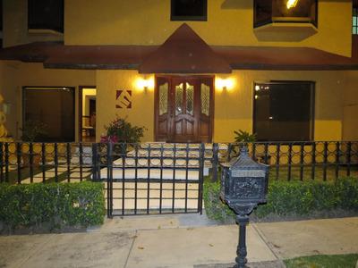 Residencia De 4 Recámaras En Zona Exclusiva Y Muy Segura.