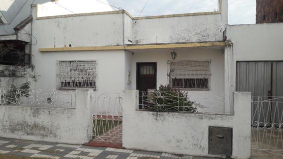 Casa 2 Dormitorios Sobre Asfalto Con Todos Los Servicios.