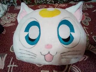 Almohada Artemis, Sailor Moon