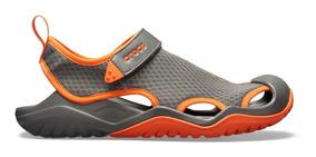 Zapato Crocs Caballero Swiftwater Deck Sandal Gris