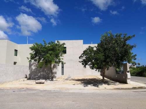 Exclusiva Residencia En Esquina Y Con Alberca. Lista Para Estrenar!! En Dzitya