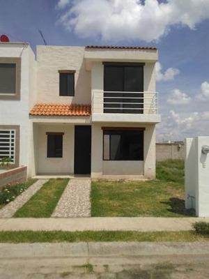 Casa En Fracc. La Villa, En Los Arroyitos, Jesús Ma.