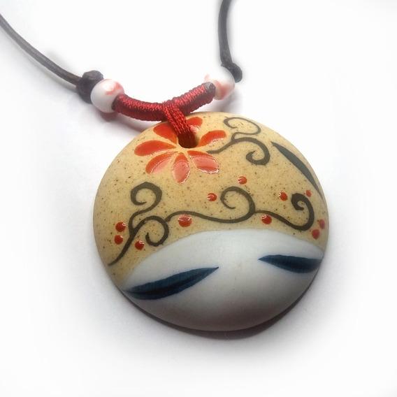 Colar Cerâmica Japonesa Flor Artesanal Cordão Ajustável