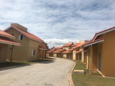 Casas/chales De 1,2 E 4 Dormitórios - Condomínio Fechado