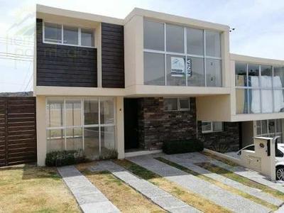 Casa Nueva En Renta En Juriquilla, Privada Alberca Terreno Excedente