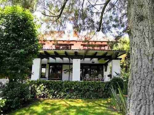 Casa En Venta Tipo Chalet Rodeada De Jardines, En Ocoyoacac