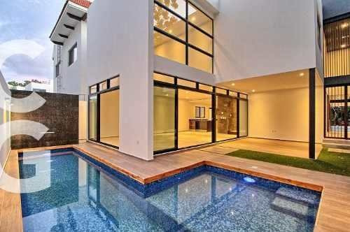 Casa En Venta En Cancun En Residencial Cumbres 5 Recamaras