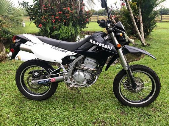 Motocicleta Kawasaki 250 Blanca