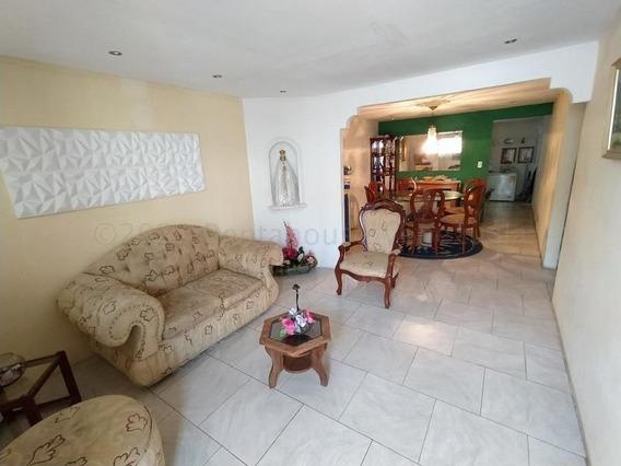 Casa En Venta En El Limón, Maracay. 21-12393 Lln